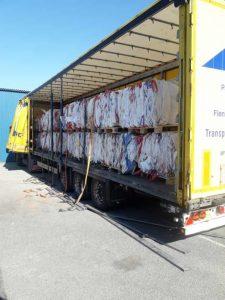 Lastbilstransport för balade Big Bags
