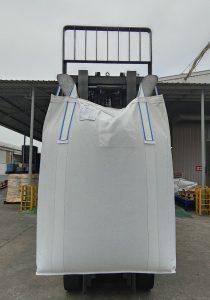 Storsäck med 20/70 öglor där vi använder 20% färgad tape och 80% vita tapes.
